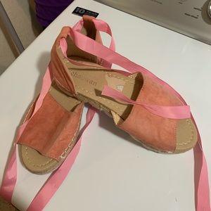 Pink tie around sandals